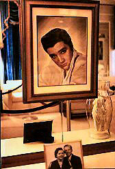 Oil portrait of Elvis, photo of his parents
