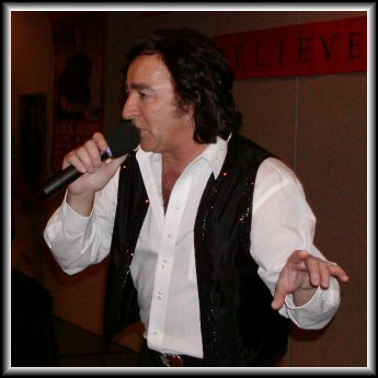 Tom Sadge performing a Tribute to Neil Diamond at Chicago's 2004 Birthday Party... Photo by Toni McLaughlin